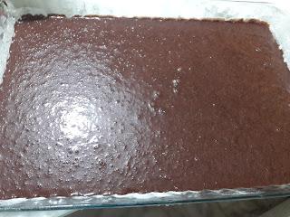 Büyük Tepside Islak Kek Nasıl Yapılır