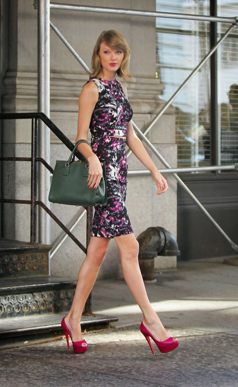 Taylor Swift Flaunts Floral Dress And Towering Pink Pumps
