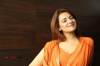 Actress Saloni Aswani Pos in Short Dress at Meelo Evaru Koteeswarudu Movie Interview  0299.JPG