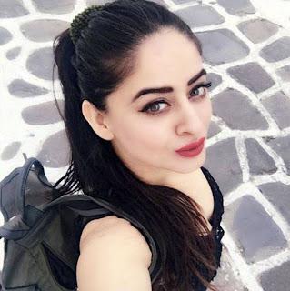 Mahi Vij Taking Selfie