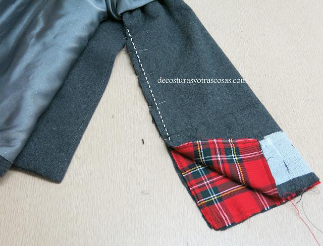 abrigo con adorno de cuadros tartán