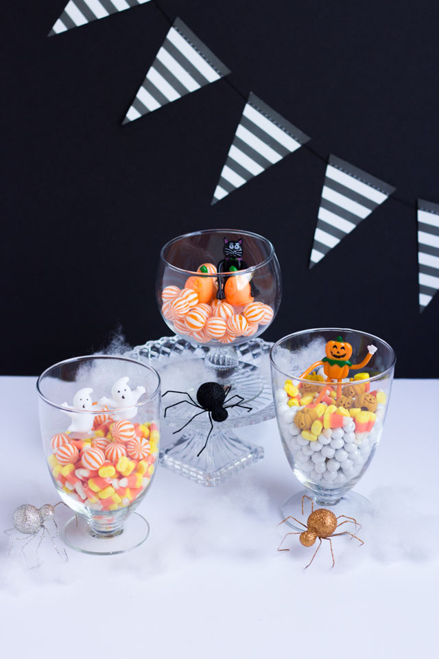 Make these DIY Halloween terrariums with Halloween candy!