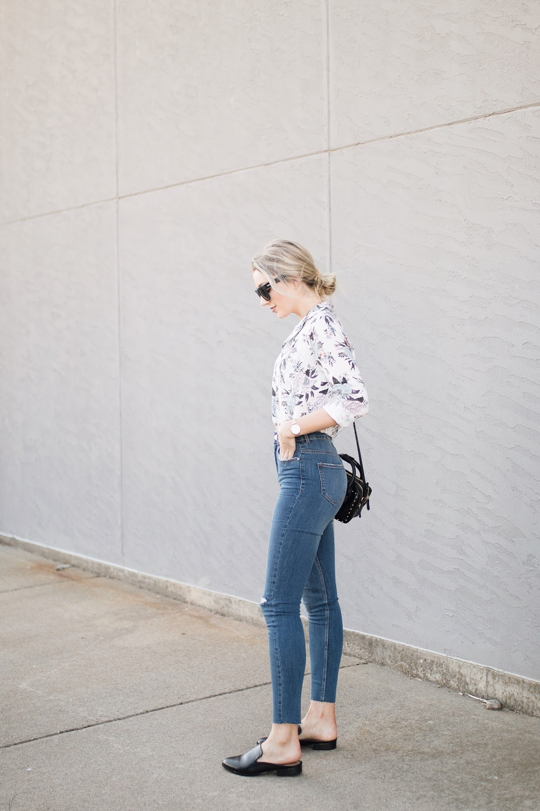 high-waisted skinny jeans with a floral top