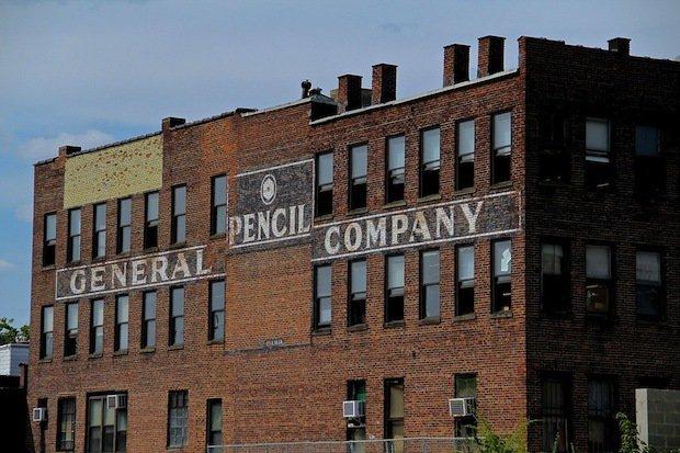 Dentro de una de las últimas fábricas de lápices de América