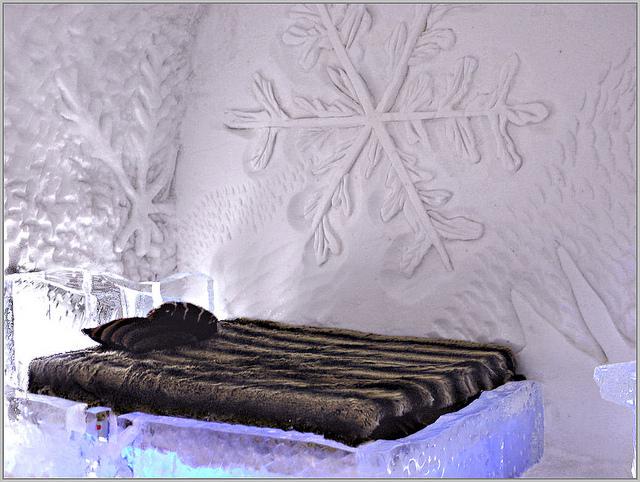 Québec City's Village Vacances Valcartier's Hôtel de Glace bedroom