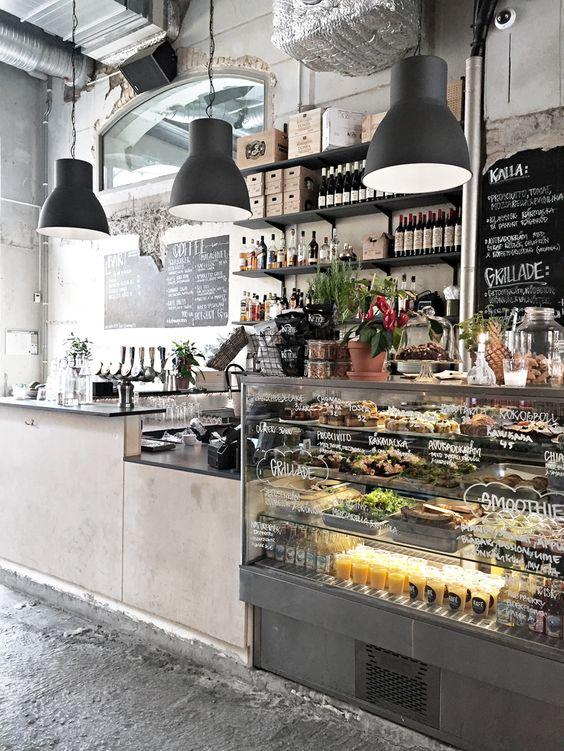 Muito charme e decoração industrial no café