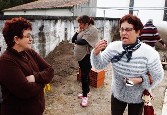 Sepulturas abertas por lapso em Santo Amaro da Boiça geram onda de revolta