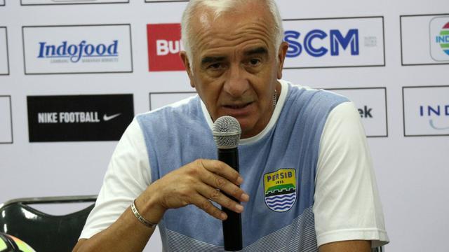 Liga 1 2018 Dihentikan Sementara, Pelatih Persib Fokus Persiapkan Tim