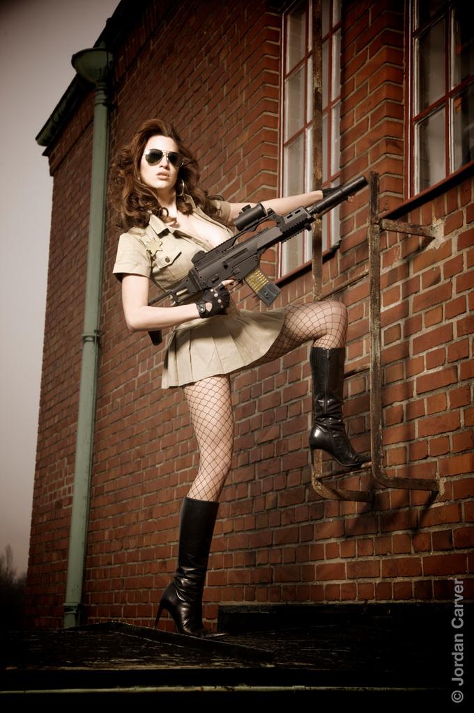 Skinny Vs Curvy Jordan Carver As Sheriff Woman In Mini Skirt-5384