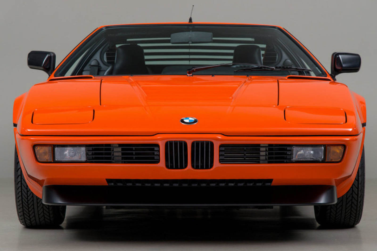 who 39 s going to pay 745 000 for this bmw m1 carscoops. Black Bedroom Furniture Sets. Home Design Ideas