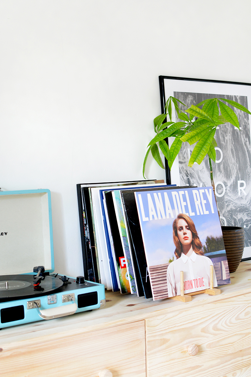 diy magazine holder, vinyl record storage project