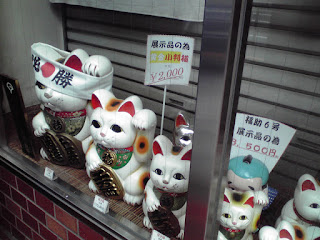 LUCKY CAT (manekineko)