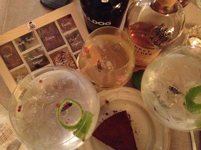 Cena fusión hispano-japonesa - Tortilla de patatas - Morcilla de Sotopalacios - Makis de atún - Makis de salmón - Makis de gambas - Finca Villacreces - Valduero - Vino - Denominación de Origen Ribera del Duero - Tarta de tres chocolates y Tiramisú de Bye Bye Sugar - #ByeByeSugar - Pastelería sin azúcar Gin-Tonic - Bulldog Gin - Whisky - Güisqui - Monkey Shoulder - Especias - Sally Pepper - @repaci31 en Twitter e Instagram - ÁlvaroGP - Álvaro García - el troblogdita - el fancine