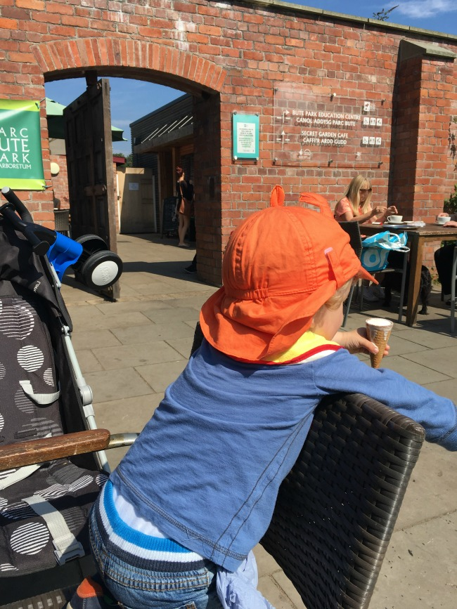 toddler-eating-ice-cream-in-cafe-in-bute-park
