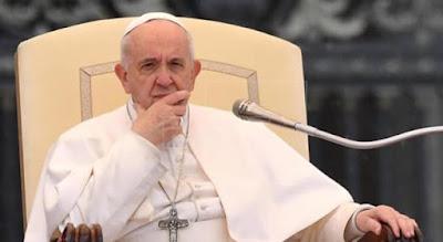 Papa Francisco firma ley obliga denunciar abusos de los curas