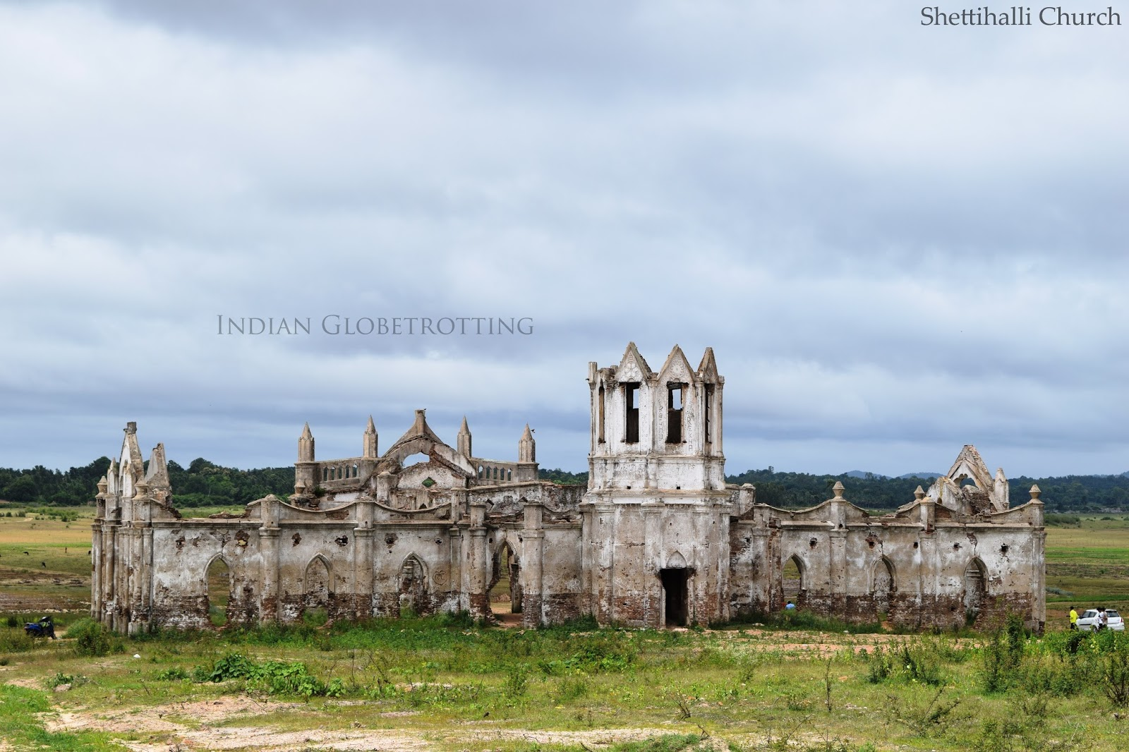 long view of the ruined shettihalli church