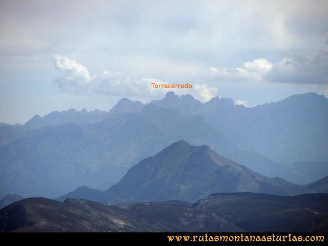 Ruta Pico Toneo y Peña Agujas: Vista del Torrecerredo desde el Toneo