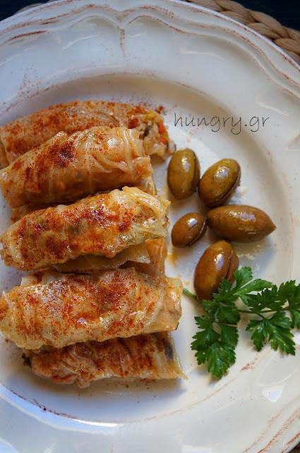 Λαχανοντολμάδες με Πράσο & Κόκκινη Σάλτσα