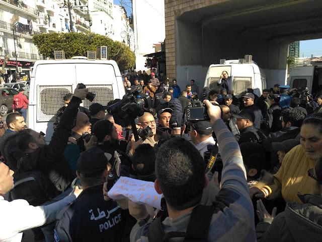 بالفيديو اعتقال صحفيين في احتجاجات العاصمة