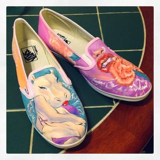 Painting some zapatos! (shoes) I am taking orders if you are interested. Please contact me at dollylynette@gmail.com.
