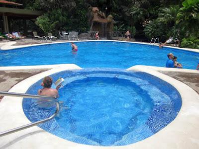 Piscina del Hotel Pachira Lodge