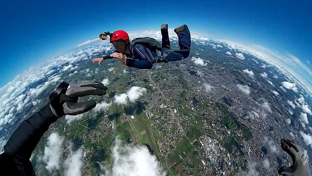 Roger Samara - VR Skydiving