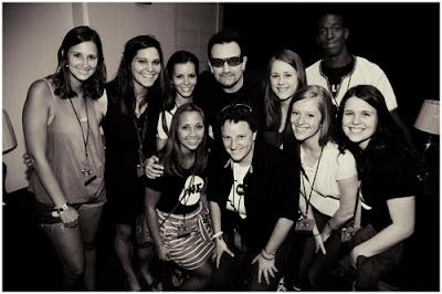 Bono con estudiantes de universidades americanas 1
