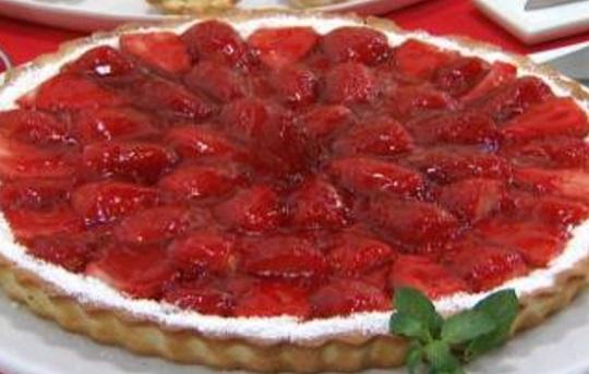 Tarta de crema pastelera y fresas