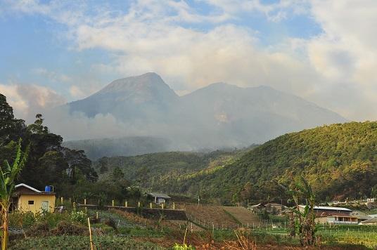Ancaman Bencana di balik Rencana Eksplorasi Energi Panas Bumi Gunung Lawu
