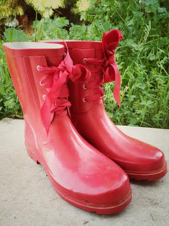 Farmgirl Freckles: My Thrifted Farmgirl Muck Boots