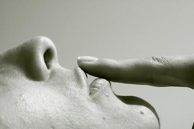 O silencio causa dor ou cura?