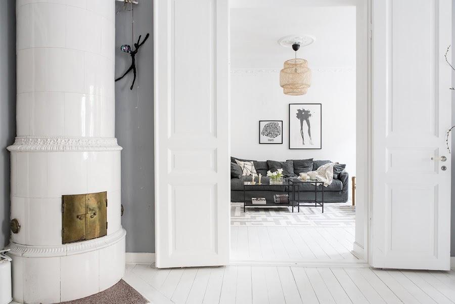 salon, estilo nordico, decoracion nordica, sofa gris, dots, mesas de centro, flores, gris, interiorismo, lampara ikea, bambu,