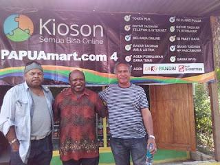 The Malenesian Pop Legend: Black Brothers Berkunjung ke BANANA Leaf Cafe Kampung Harapan, Sentani