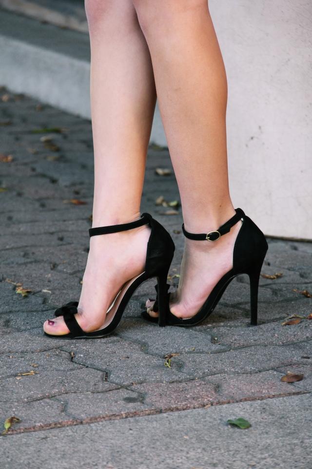 lulu's babette vegan suede black bow heels