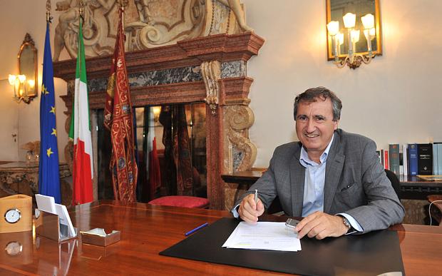 """O prefeito """"insano"""" de Veneza, Luigi Brugnaro, disse que qualquer pessoa que gritar """"Allahu Akbar"""" em sua cidade será abatida por atiradores."""
