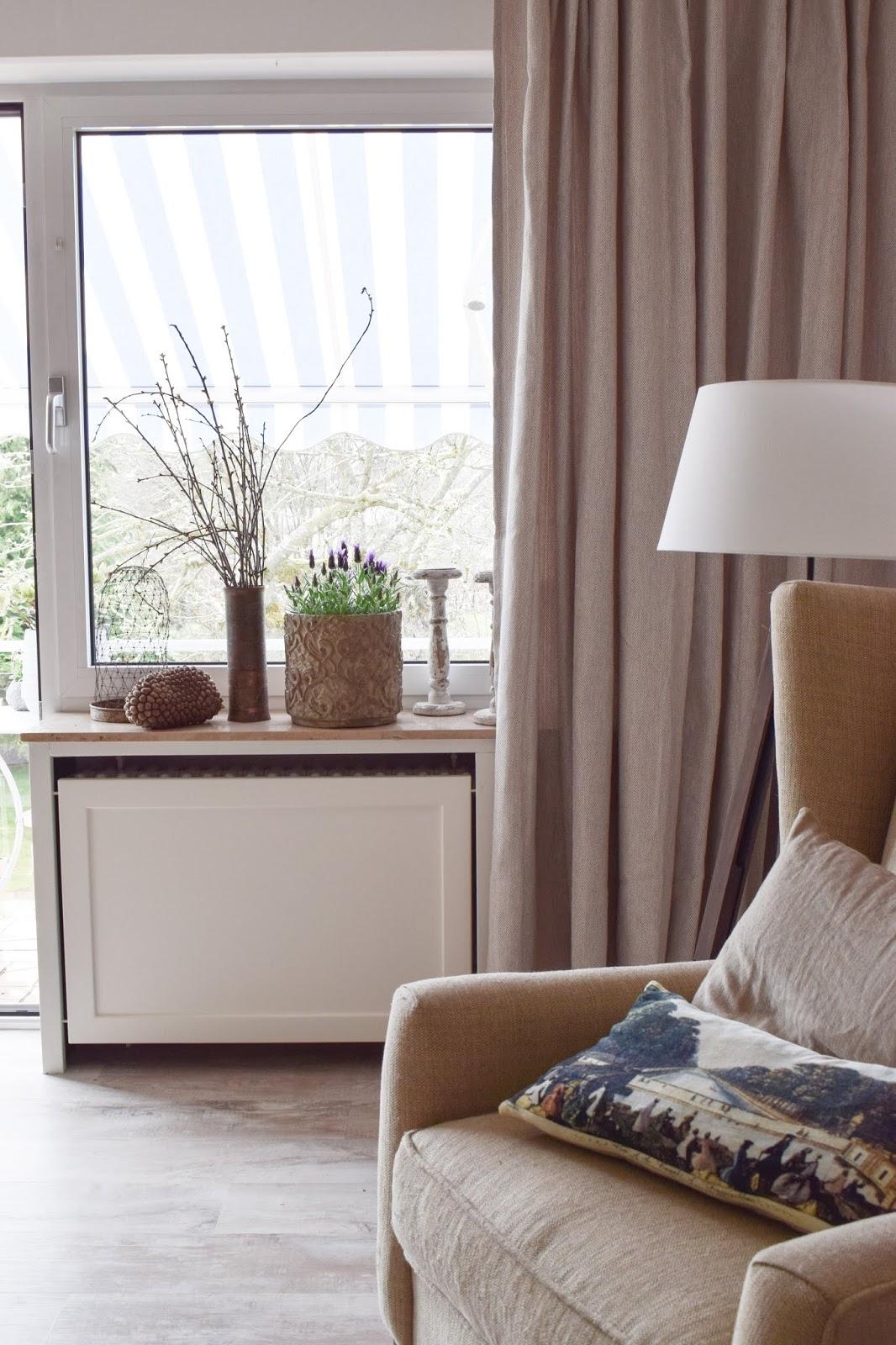 Lavendel Deko Dekoidee Schopflavendel Wohnzimmer Interior natürlich dekorieren Dekotipp Holzdeko Landhausdeko Landhausstil Landhaus