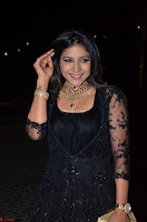 Sakshi Agarwal looks stunning in all black gown at 64th Jio Filmfare Awards South ~  Exclusive 044.JPG