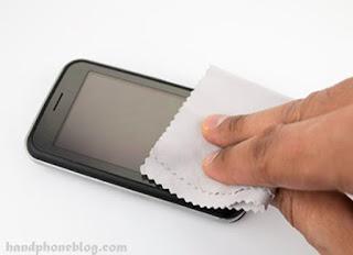 Rajin menjaga kebersihan layar sentuh