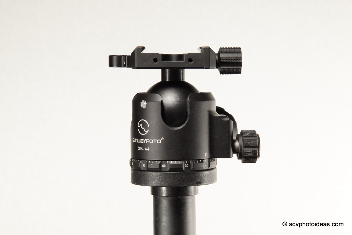 Sunwayfoto XB-44 ball head on tripod top plate