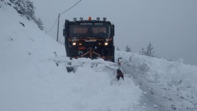 ΠΕΡΙΦΕΡΕΙΑ ΗΠΕΙΡΟΥ-Αντιμετωπίστηκαν τα προβλήματα από την εκτεταμένη χιονόπτωση στα ορεινά