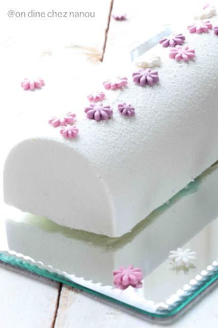 gâteau roulé , bûche noel , fruits rouges , tube rhodoid ,beau dessert de Fêtes