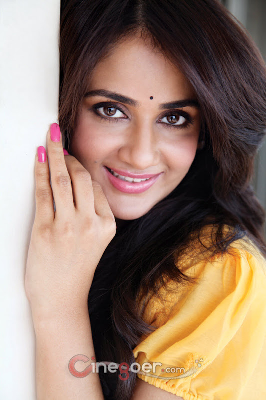Kannada Actress Nikitha Cute