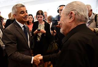 Muçulmano, novo prefeito de Londres homenageia vítimas do Holocausto