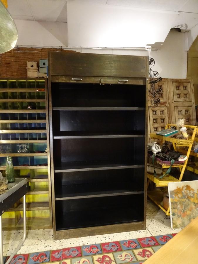 brocante d coration un nouveau monde armoire rideau industrielle m tal patin. Black Bedroom Furniture Sets. Home Design Ideas
