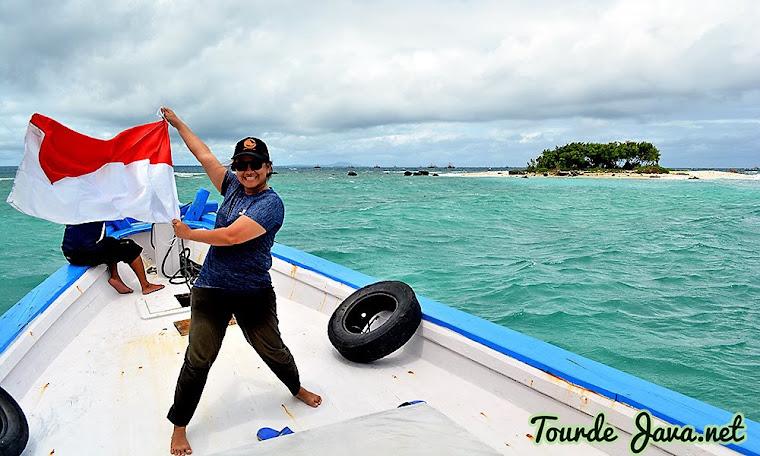berlayar mengarungi lautan ujung kulon jadi aktivitas wisata menyenangkan