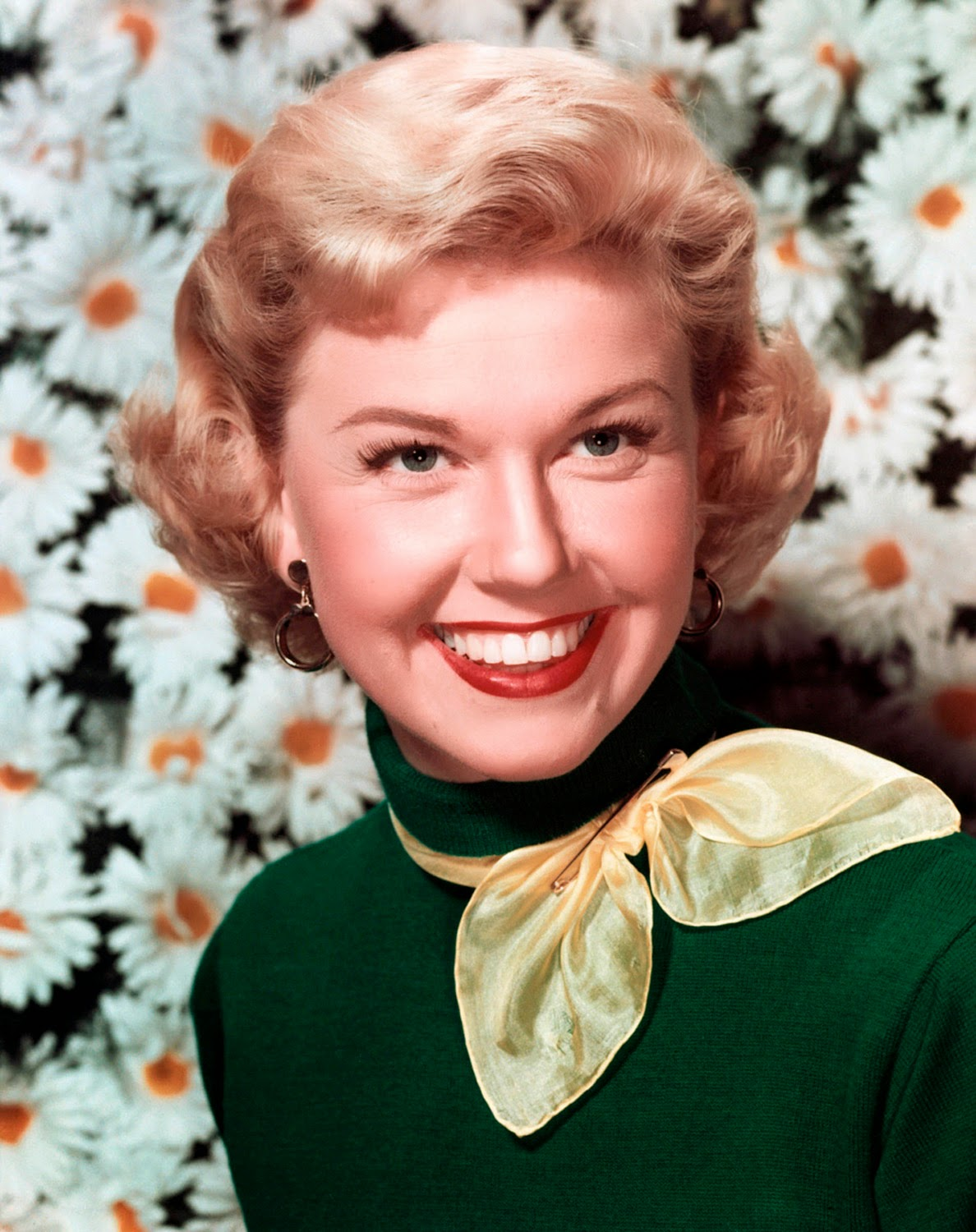 Doris Day Walking Dog Pictures: FROM THE VAULTS: Doris Day Born 3 April 1924