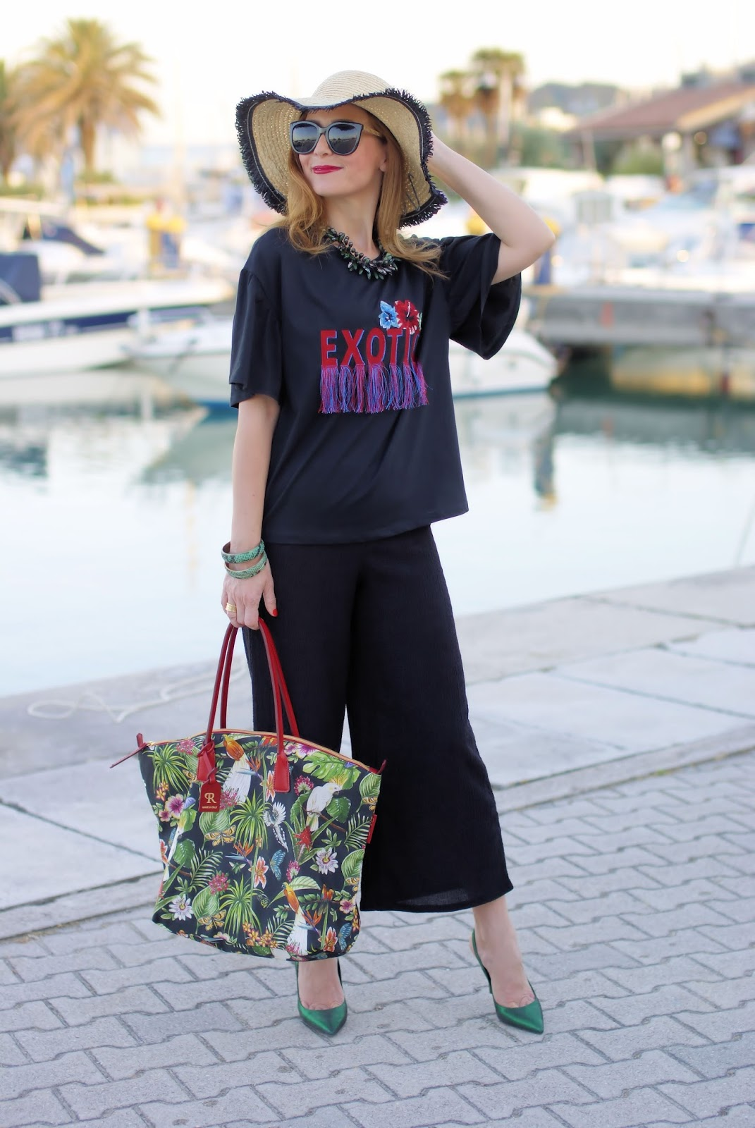 Tropical print Robertina bag on Fashion and Cookies fashion blog, fashion blogger style