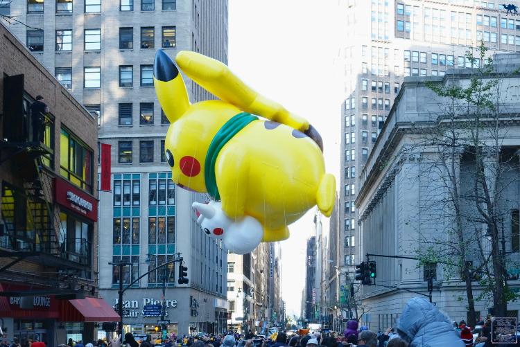 Le Chameau Bleu -Blog Voyage New York City -  Ballon de la Macy's Thanksgiving Parade à New York Pikachu