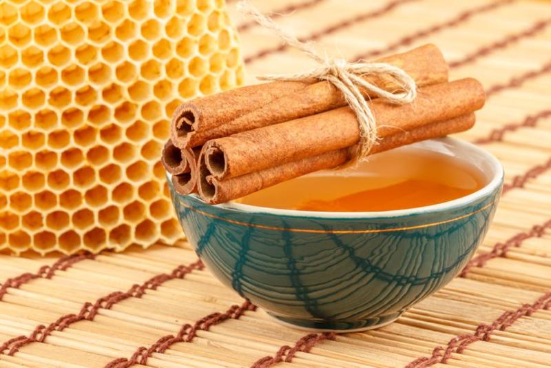 Los 5 beneficios de consumir miel y canela