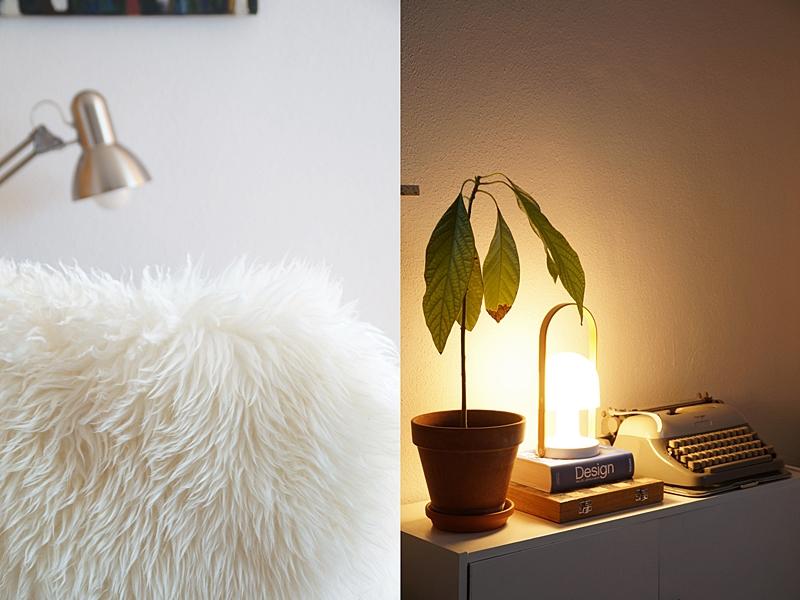 Wohnung herbstlich gemütlich dekorieren im skandinavischen Stil mit viel Weiß, Fell, Leuchte
